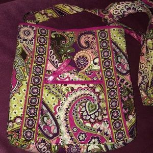 Vera Bradley Hipster in Very Berry Paisley EUC